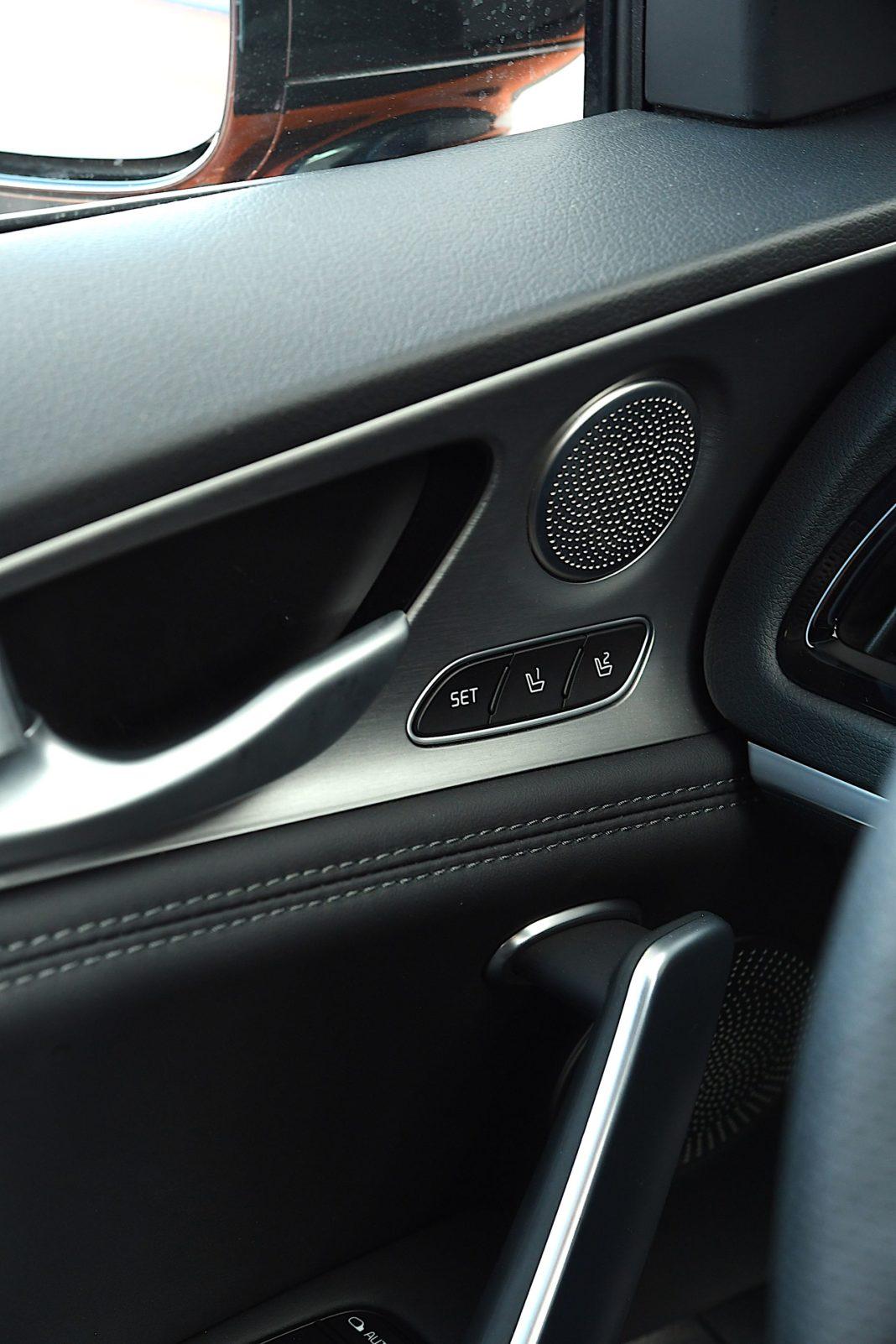 Kia Stinger 3.3 V6 GT - przyciski