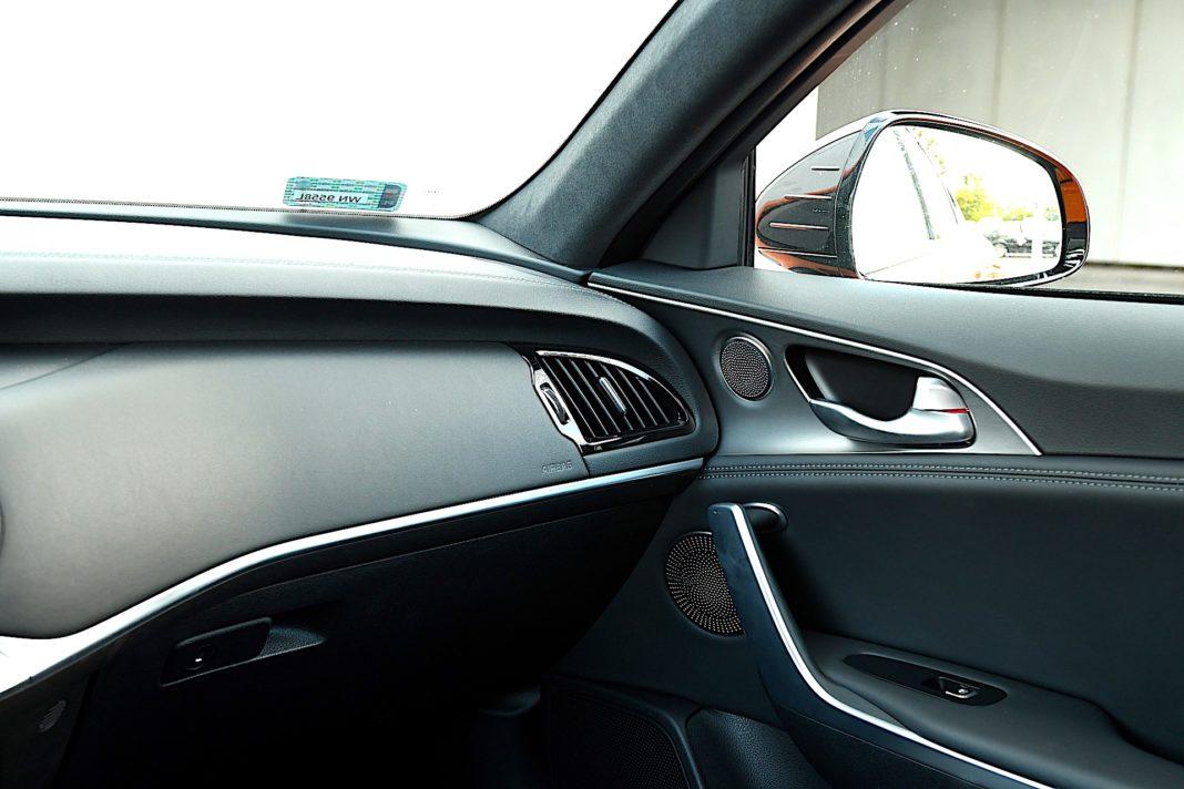 Kia Stinger 3.3 V6 GT - słupki