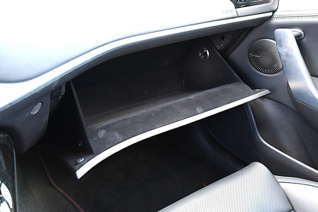 Kia Stinger 3.3 V6 GT - schowek
