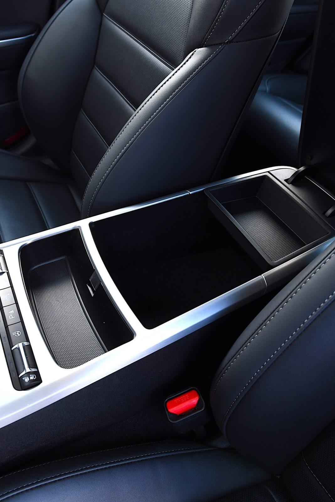Kia Stinger 3.3 V6 GT - podłokietnik