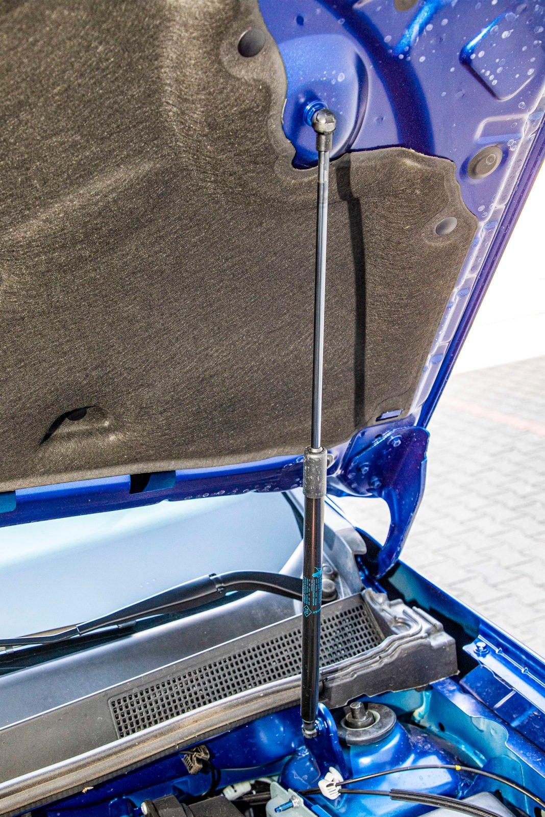 Dacia Duster 1.0 TCE 100 LPG test – siłownik maski