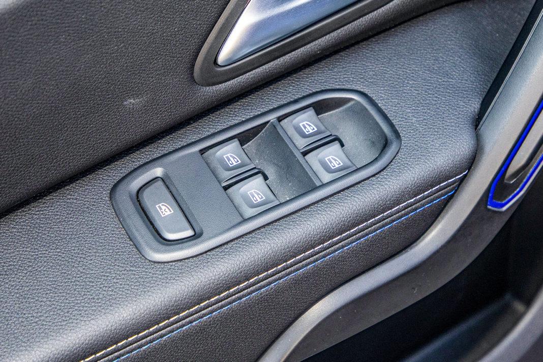 Dacia Duster 1.0 TCE 100 LPG test – przyciski szyb