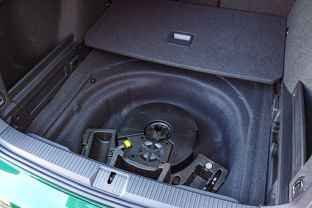 Volkswagen Passat Alltrack - schowek pod dnem bagażnika