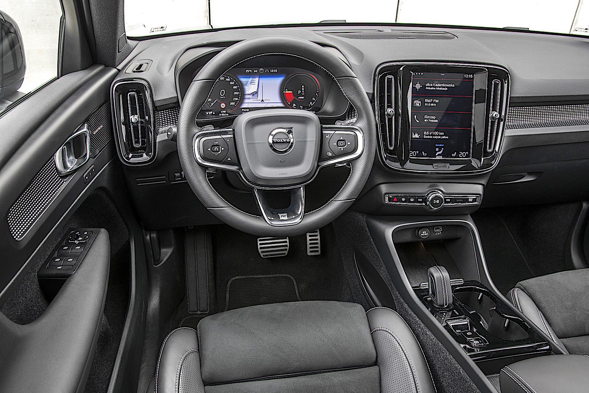 Volvo XC40 Recharge T5 FWD - kokpit