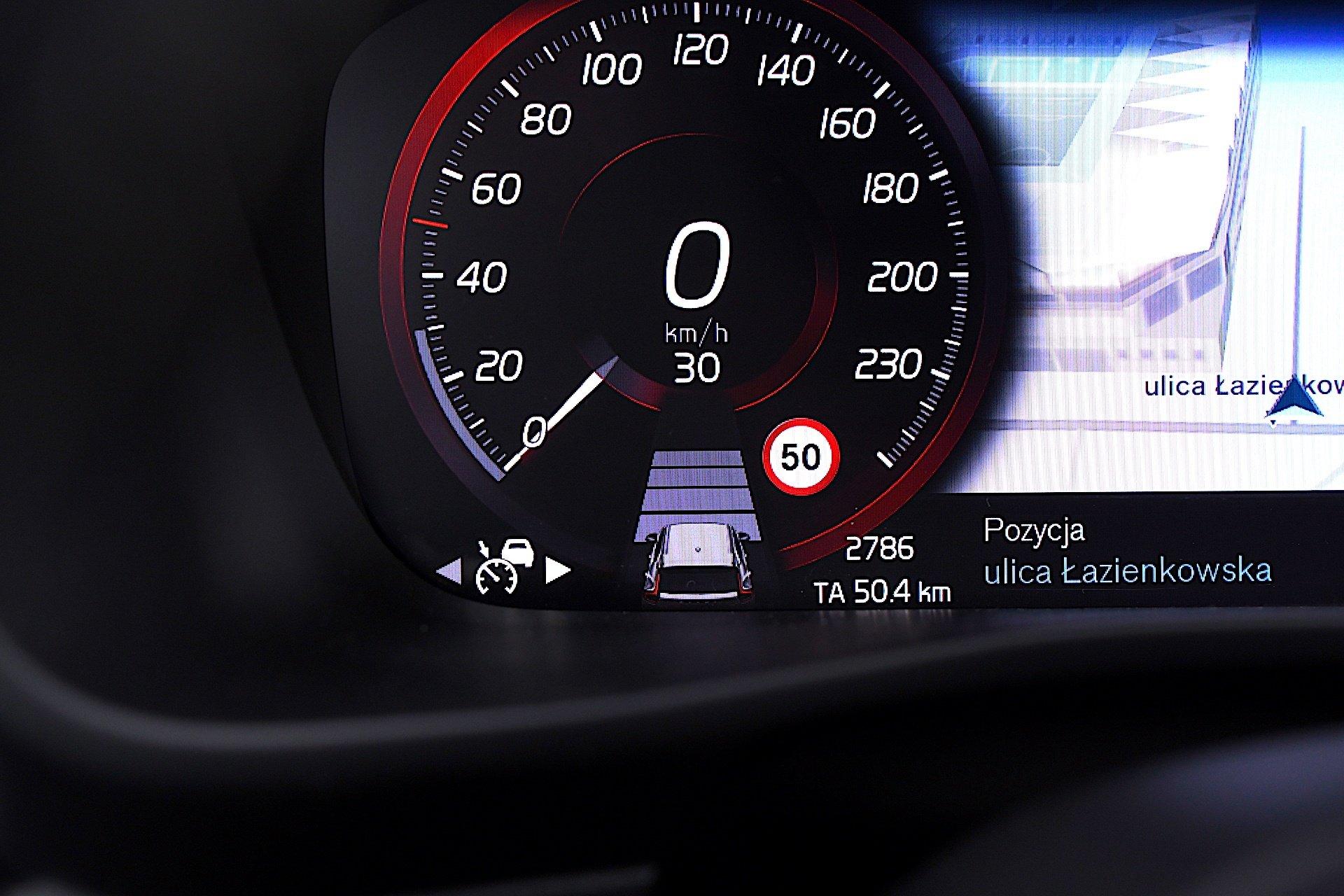 Volvo XC40 Recharge T5 FWD - pro pilot