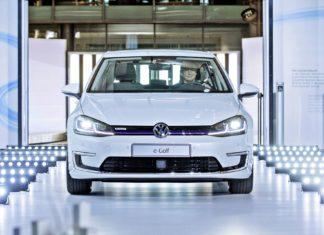 Chcesz pracować w fabryce Volkswagena? Musisz za to zapłacić!