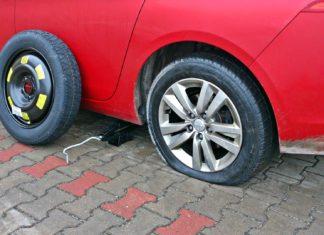 Co się stanie, gdy w czasie jazdy pęknie opona?