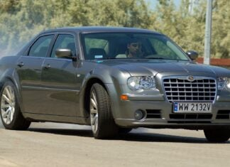 Używany Chrysler 300C (2004-2011) - opinie, dane techniczne, typowe usterki