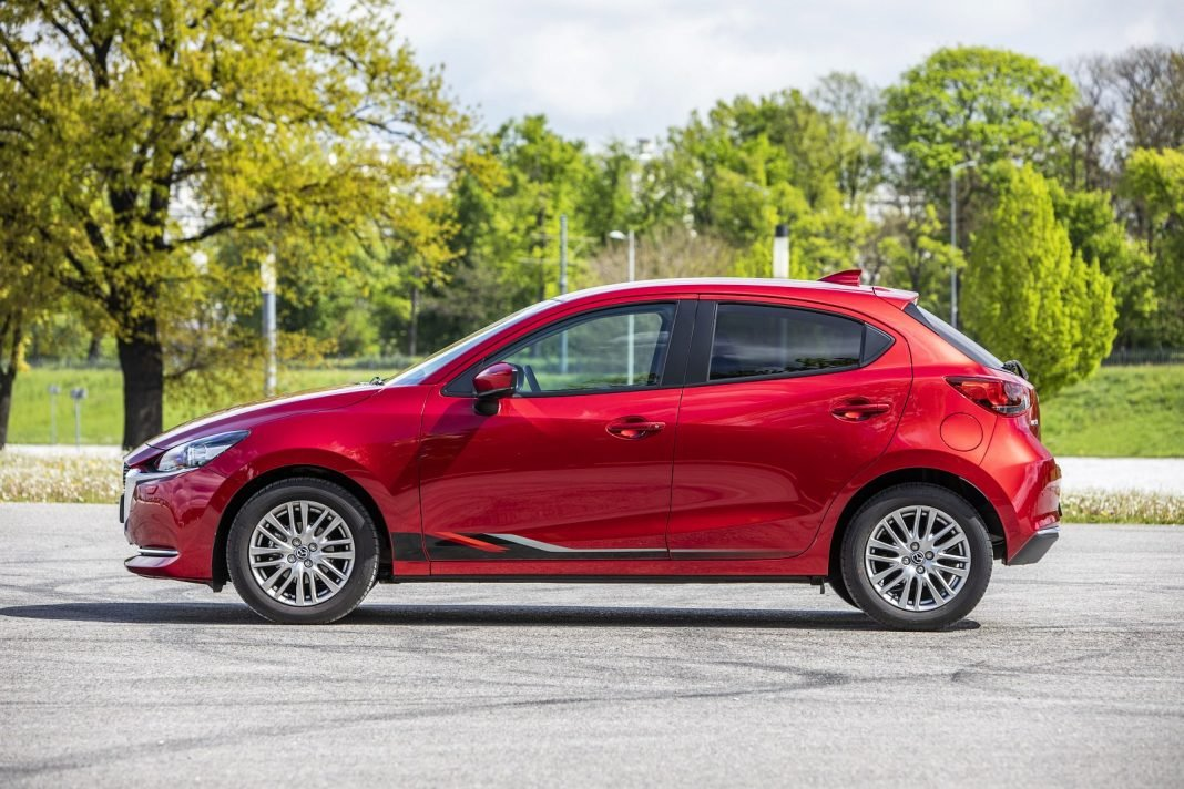Mazda 2 1.5 Skyactiv-G M Hybrid test 2020 - bok