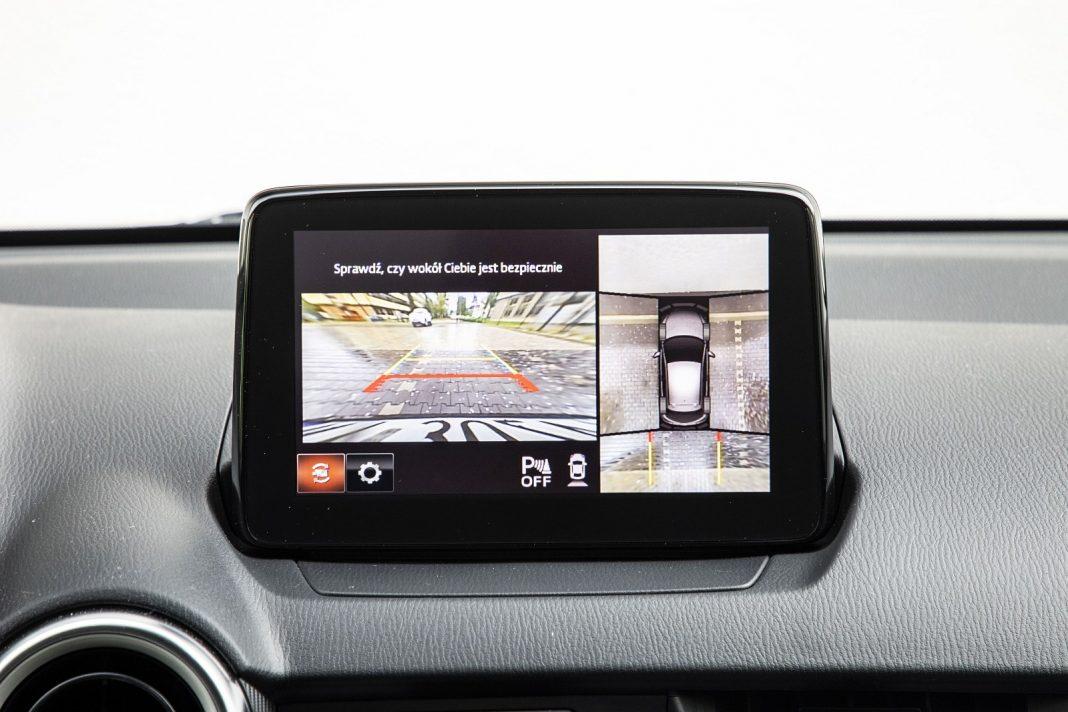 Mazda 2 1.5 Skyactiv-G M Hybrid test 2020 - kamery 360 stopni