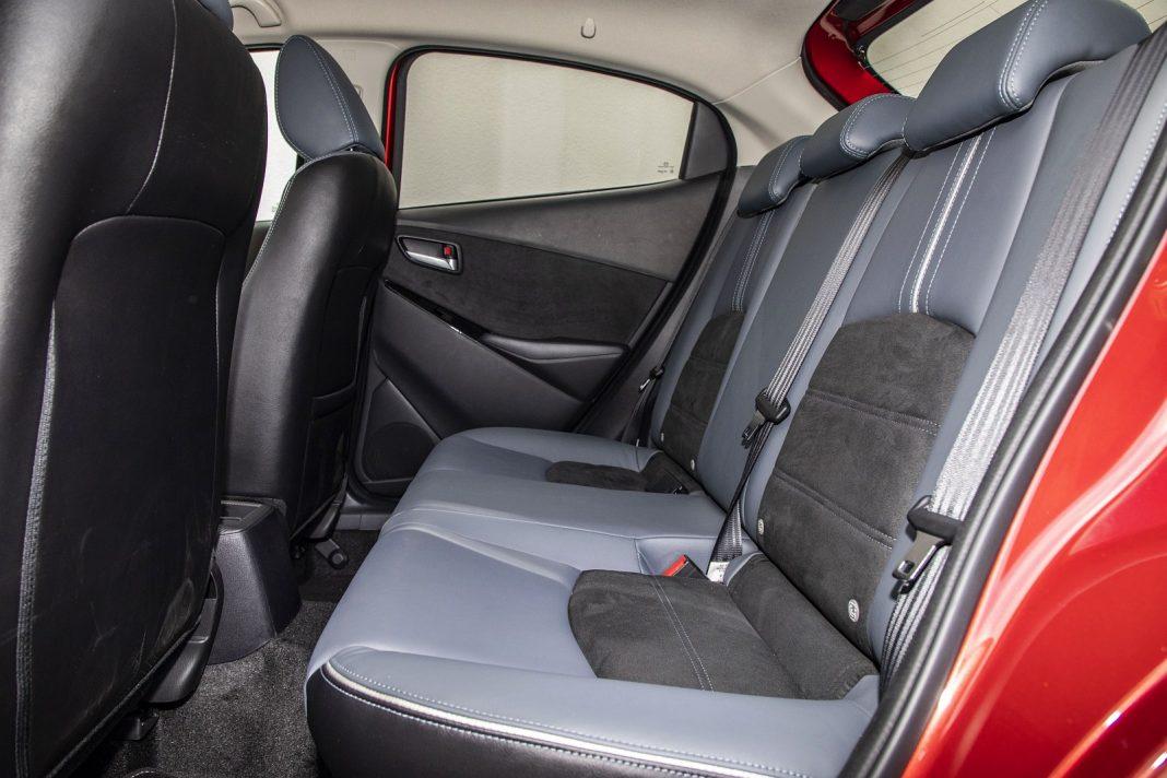 Mazda 2 1.5 Skyactiv-G M Hybrid test 2020 - kanapa fotele tył