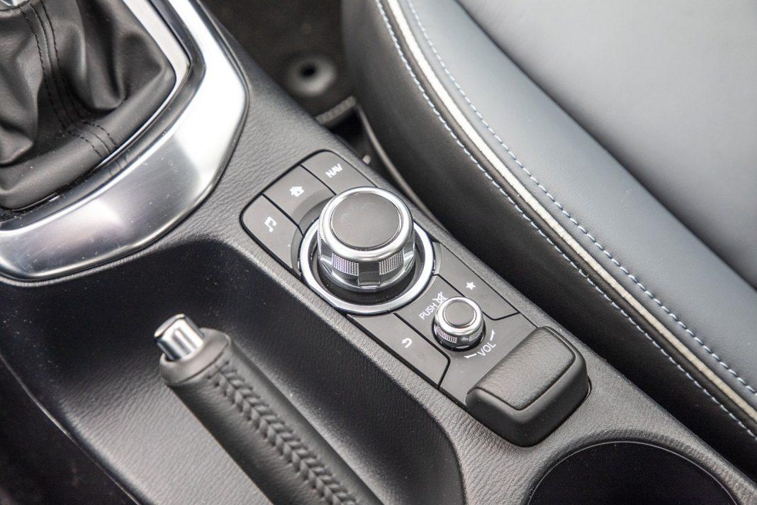 Mazda 2 1.5 Skyactiv-G M Hybrid test 2020 - sterowanie systemem multimedialnym
