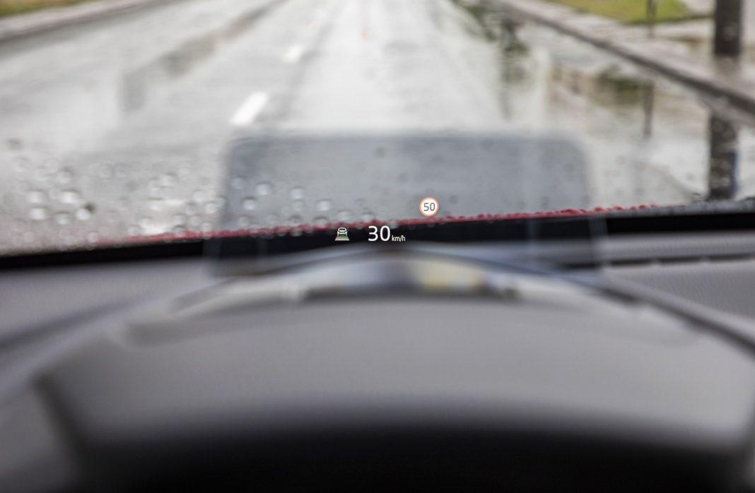 Mazda 2 1.5 Skyactiv-G M Hybrid test 2020 - wyświetlacz head-up