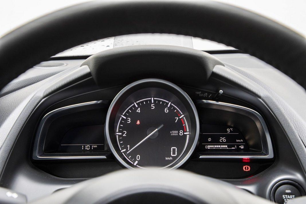 Mazda 2 1.5 Skyactiv-G M Hybrid test 2020 - zegary