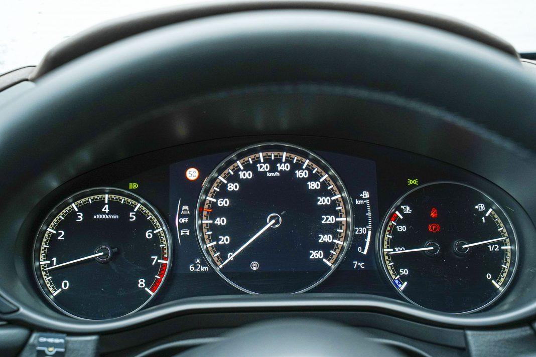 Mazda CX-30 - wskaźniki