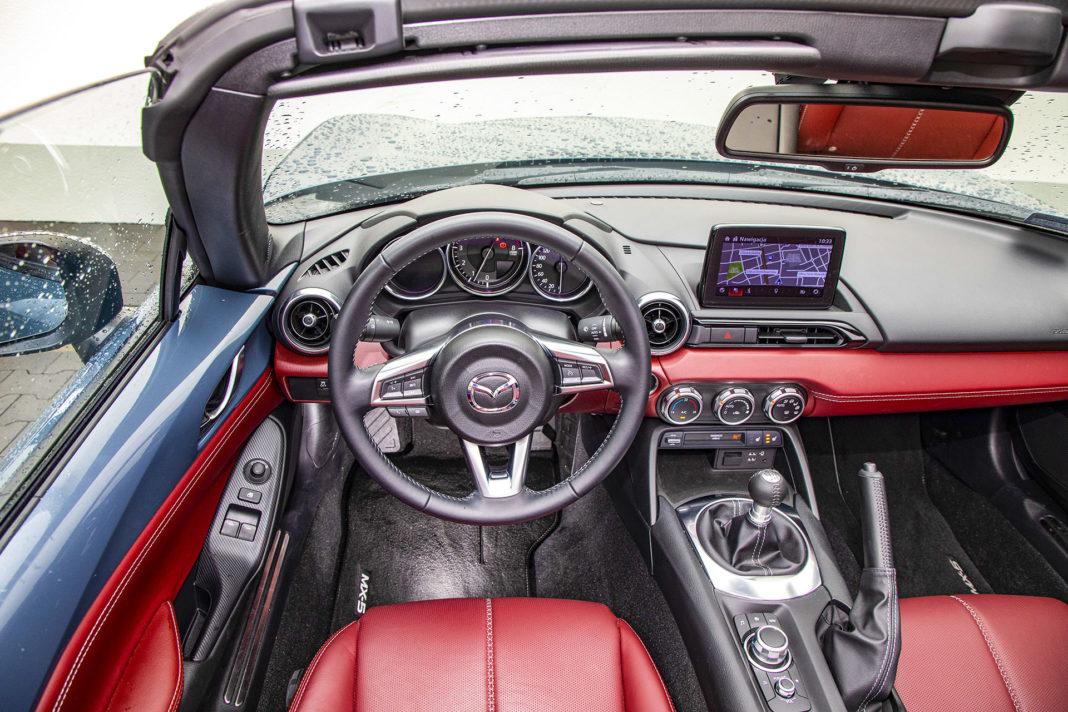 Mazda MX-5 RF - deska rozdzielcza
