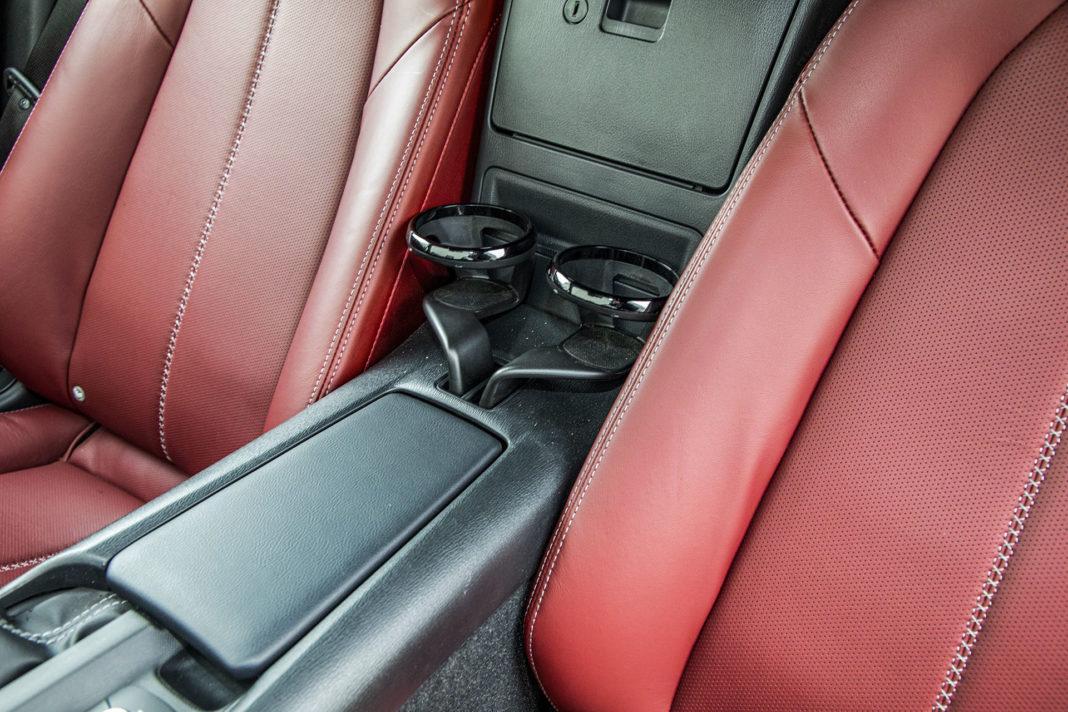 Mazda MX-5 RF - uchwyty na napoje