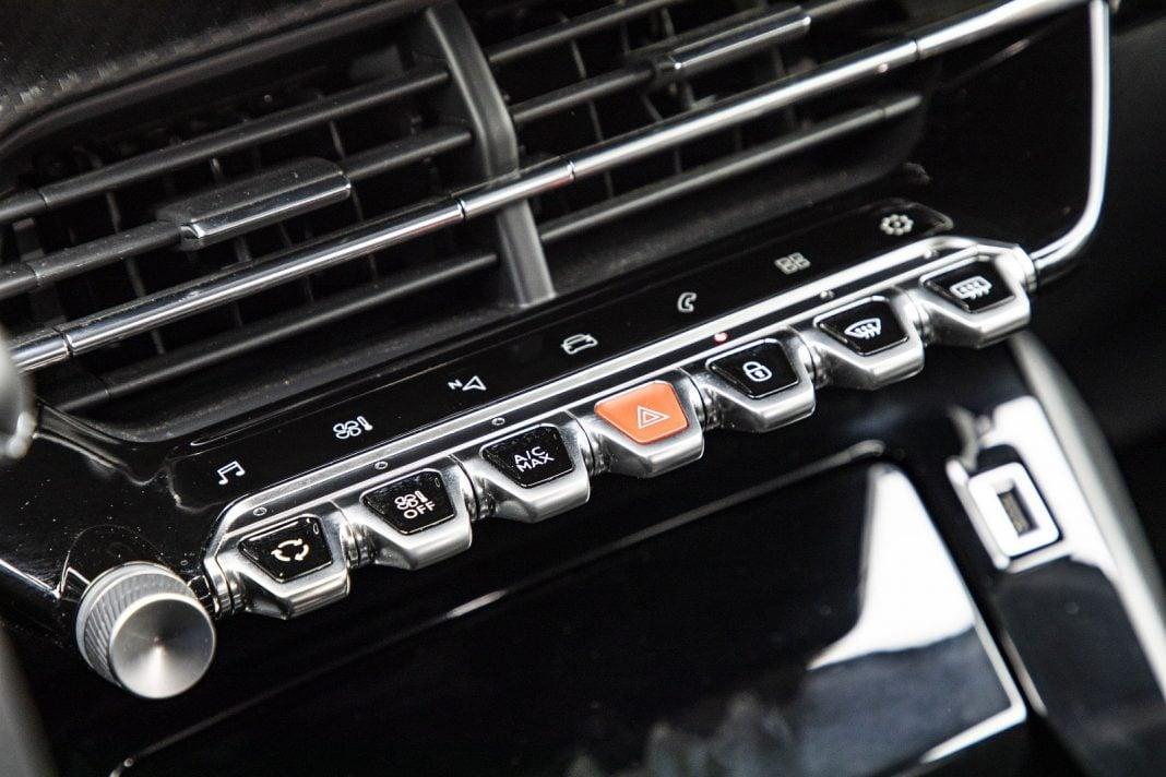 Peugeot 208 1.2 PureTech 100 - klawisze