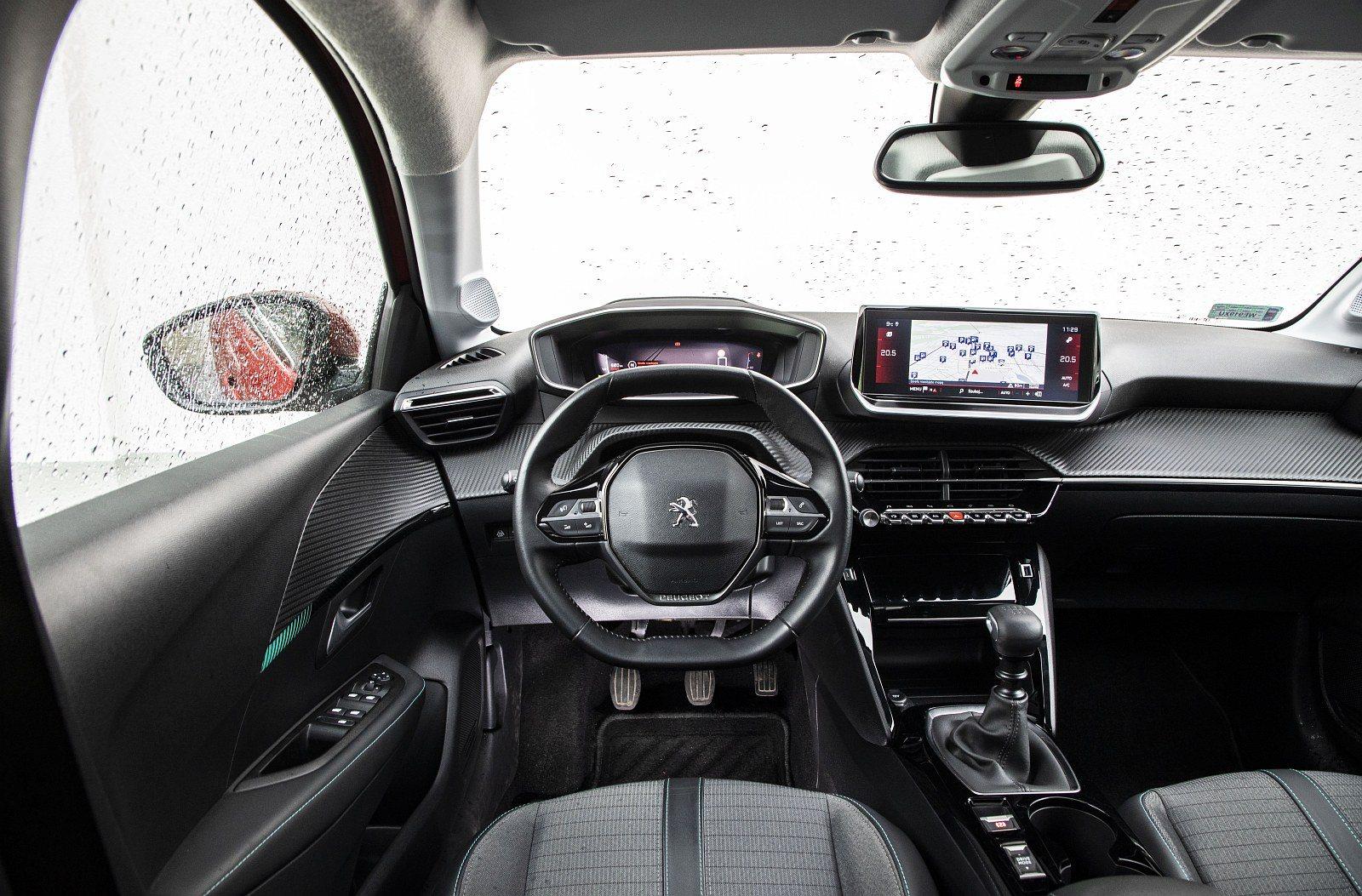 Peugeot 208 1.2 PureTech 100 - kokpit, deska rozdzielcza
