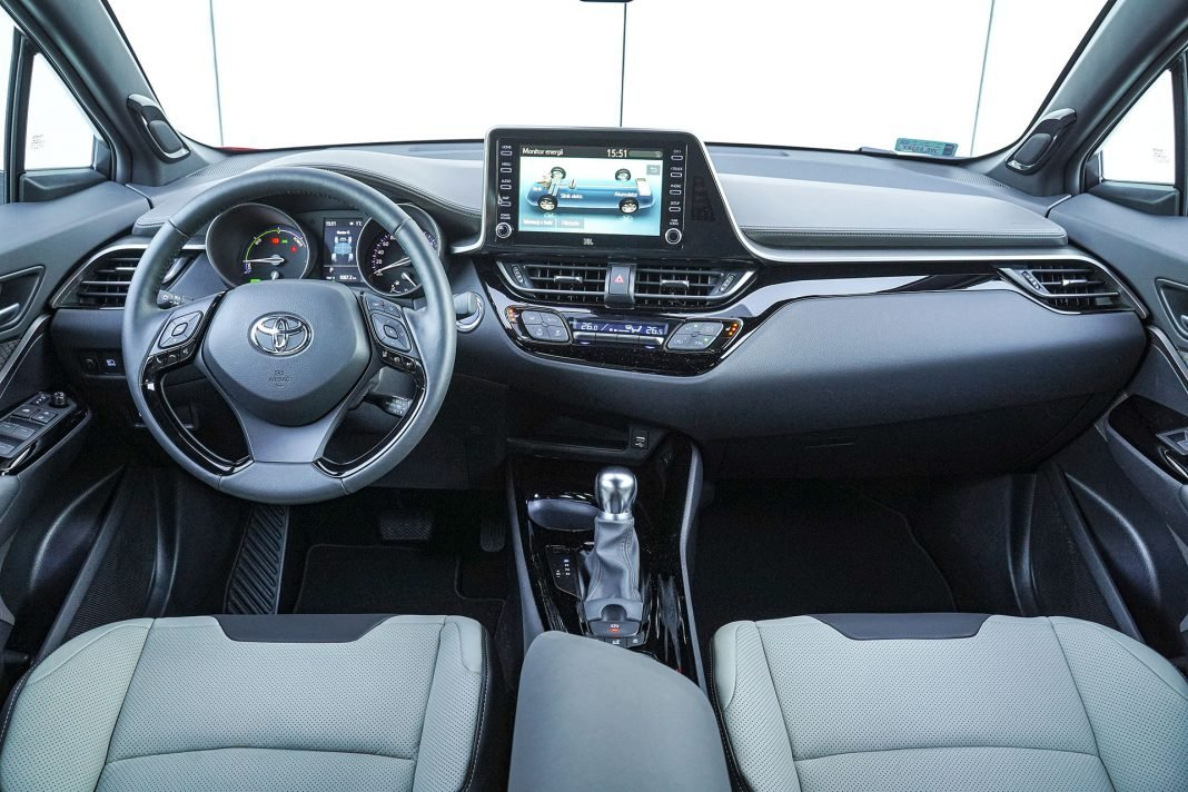 Toyota C-HR - kokpit