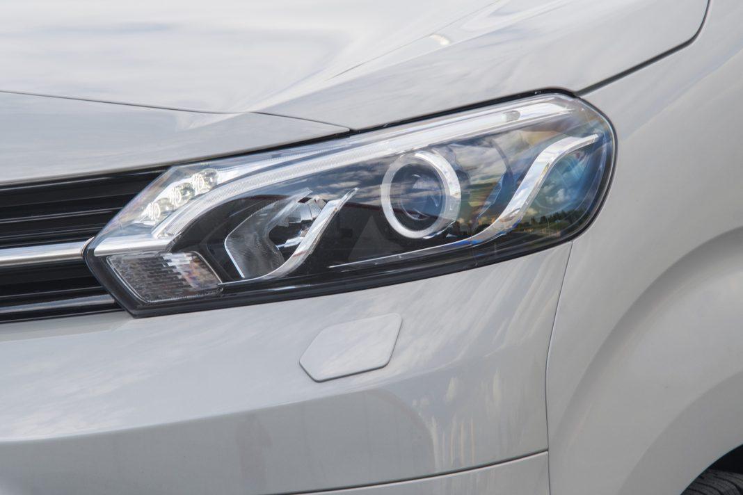 Toyota Proace - lampa przód