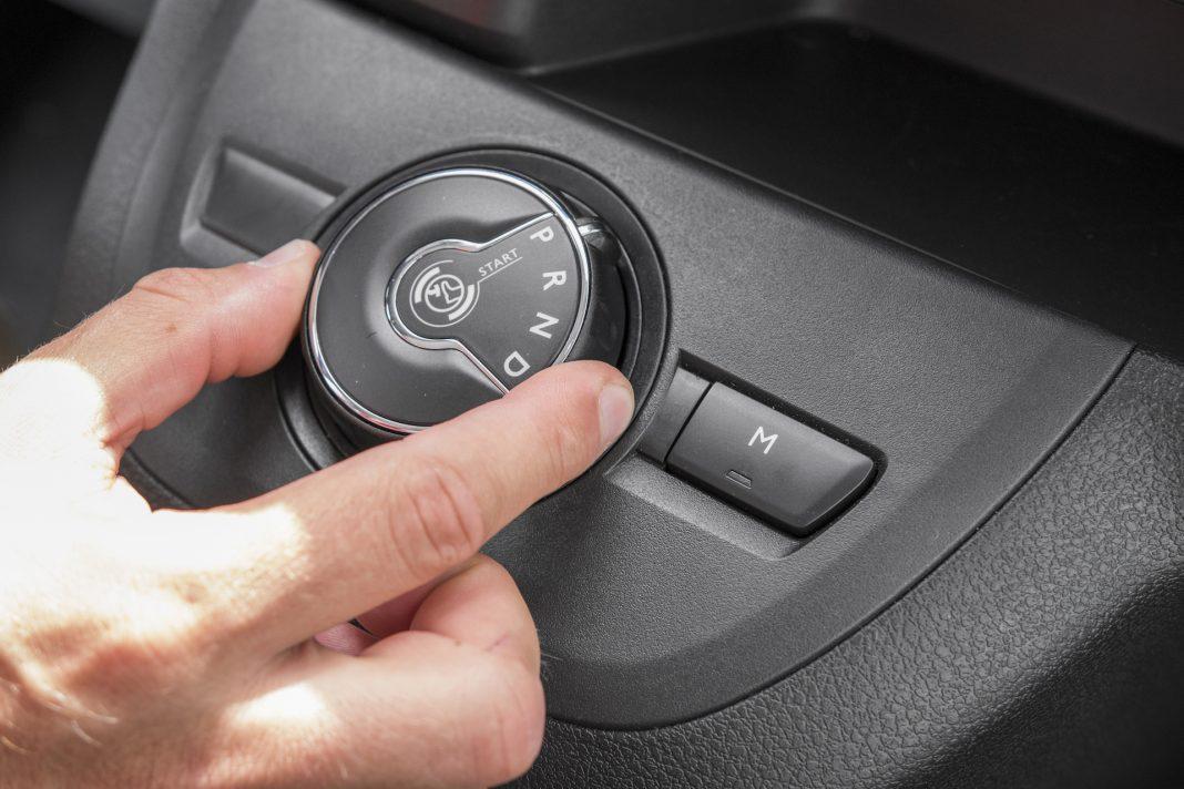 Toyota Proace - pokrętło skrzyzni