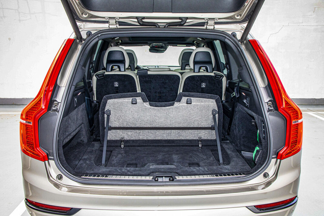 Volvo XC90 - przegroda bagażnika