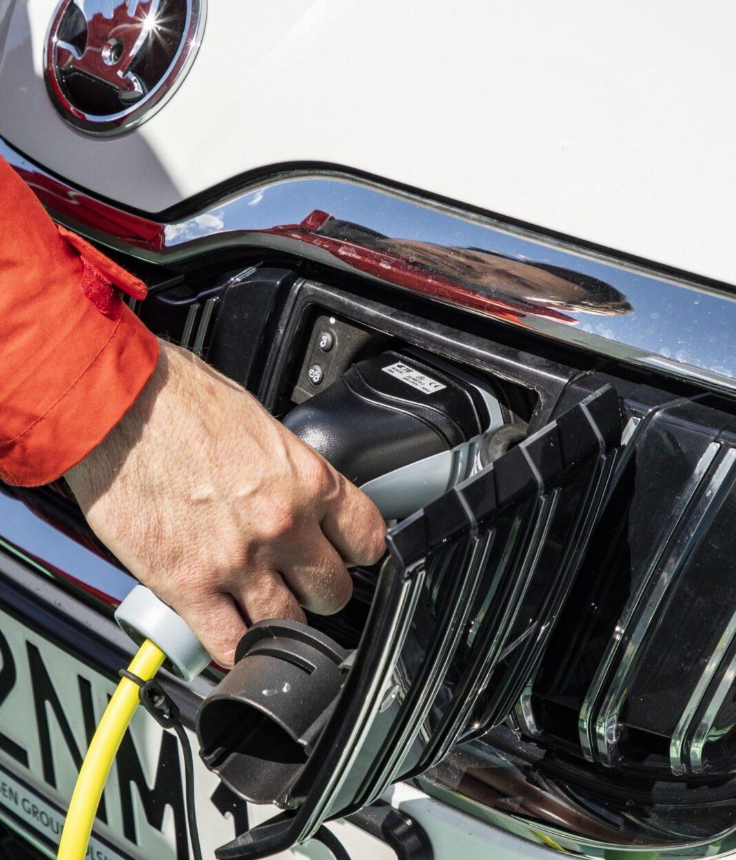 skoda superb iv 2020 test ładowanie kabel gniazdo ładowania