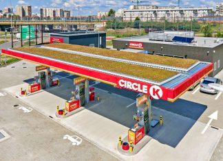Stacja paliw z trawnikiem na dachu. I to w Polsce!