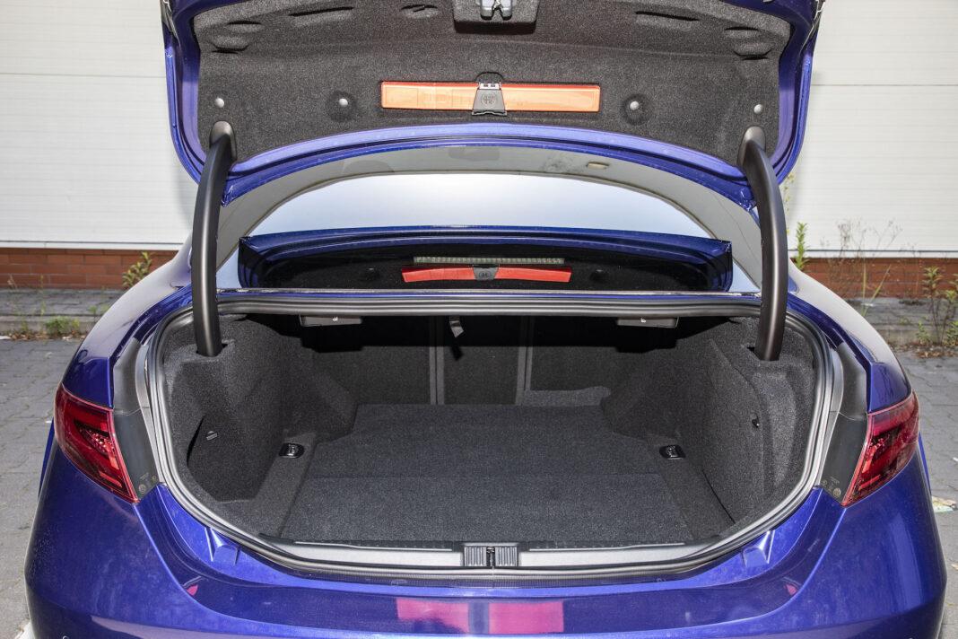2020 Alfa Romeo Giulia 2.0 GME TB 280 Q4 Veloce – bagażnik