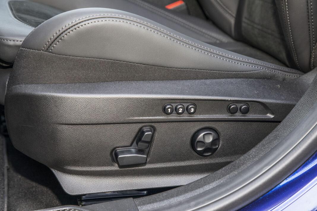 2020 Alfa Romeo Giulia 2.0 GME TB 280 Q4 Veloce – fotel kierowcy