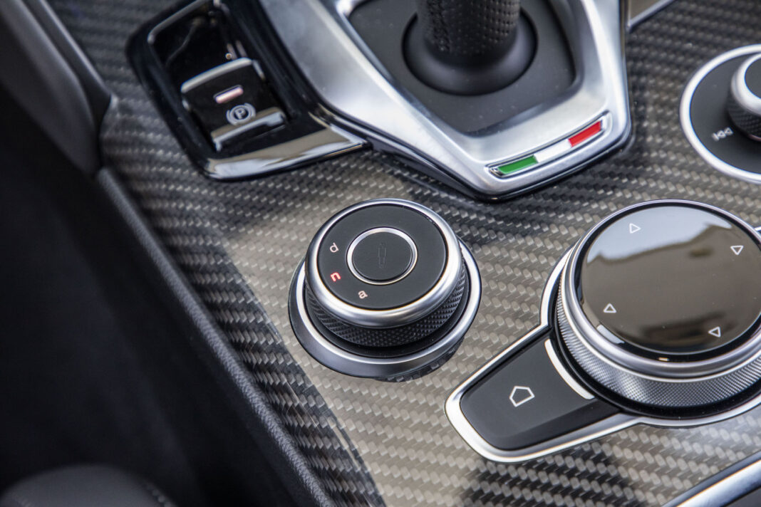 2020 Alfa Romeo Giulia 2.0 GME TB 280 Q4 Veloce – przełącznik DNA