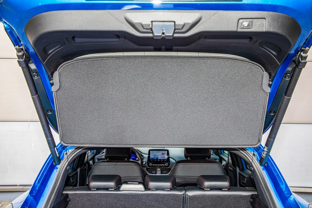 Ford Puma - zasłona bagażnika