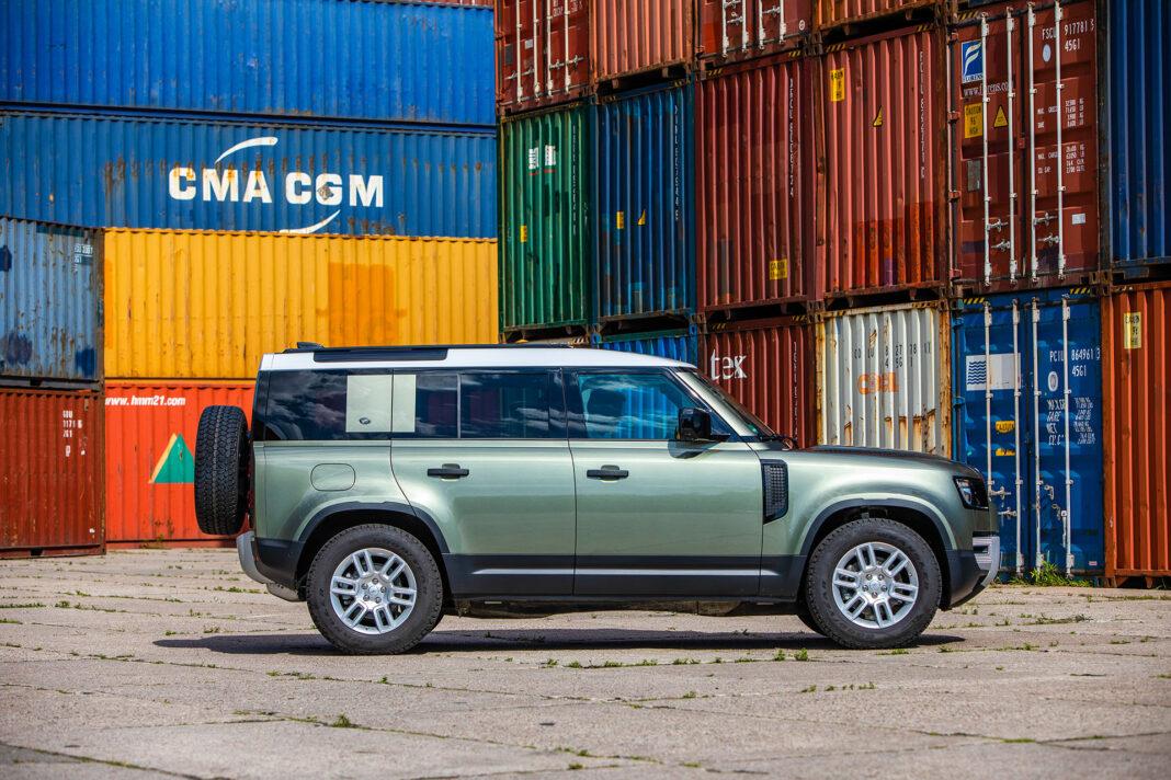 Land Rover Defender - bok