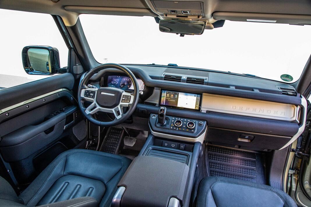 Land Rover Defender - kokpit