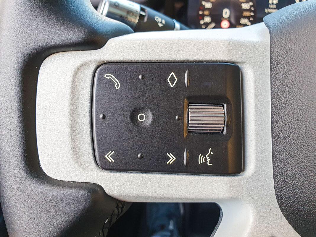 Land Rover Defender - przełączniki na kierownicy