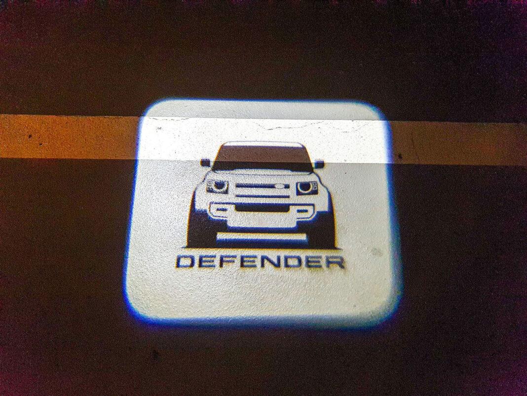 Land Rover Defender - obrazek na nawierzchni