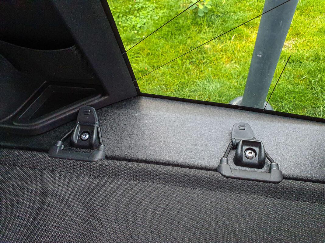 Land Rover Defender - zasłona bagażnika