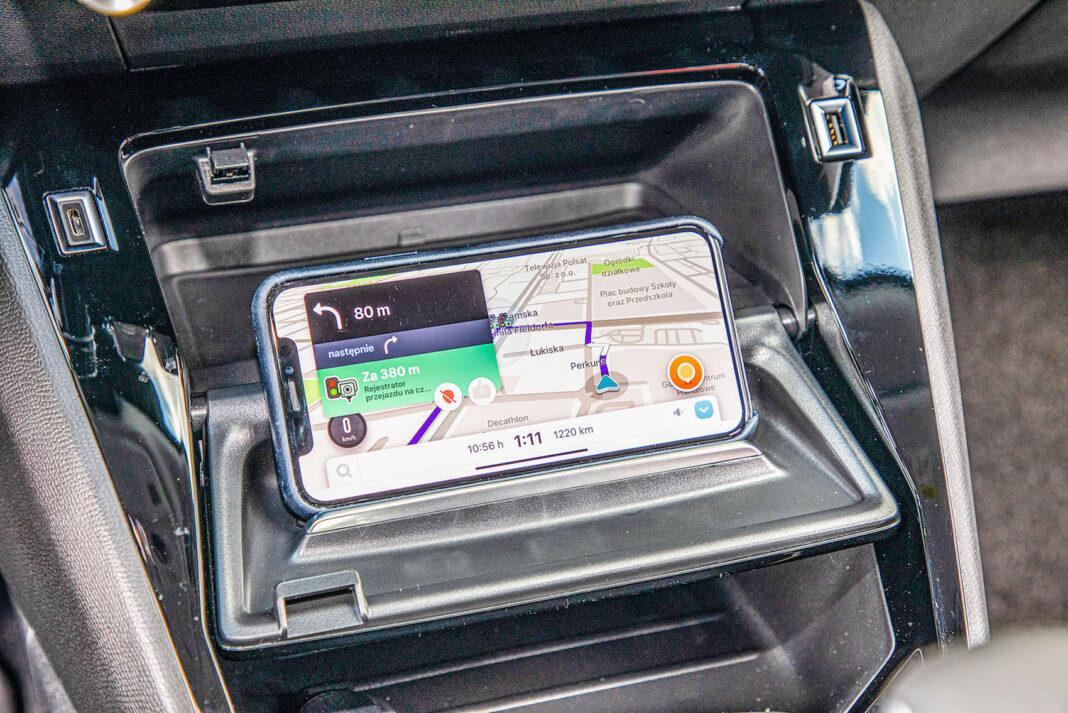 Peugeot 2008 - uchwyt na telefon