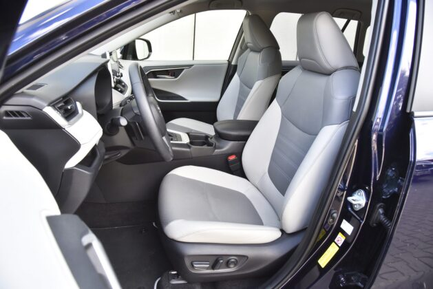 Toyota RAV4 - fotele