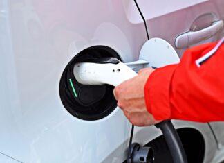 Program dopłat do aut elektrycznych okazał się porażką. Dlaczego?