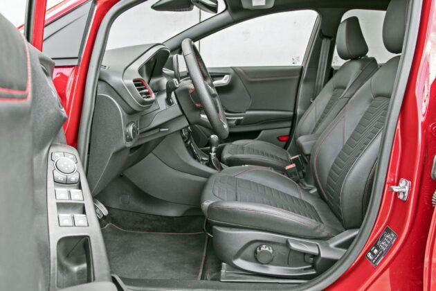 Ford Puma - fotele przednie