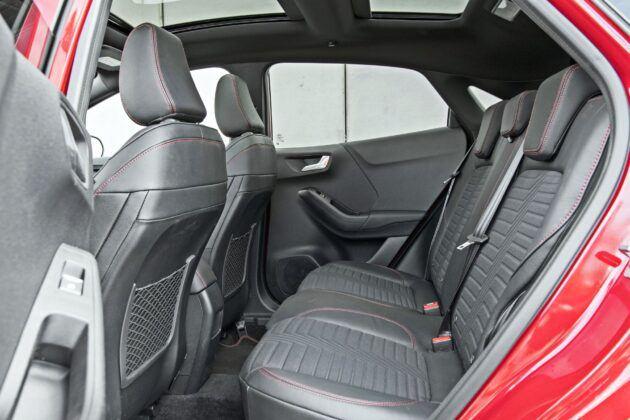 Ford Puma - tylna kanapa