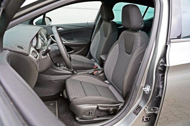 Opel Astra - fotele przednie