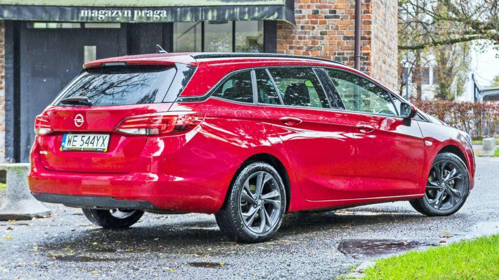 Opel Astra Sports Tourer - tył