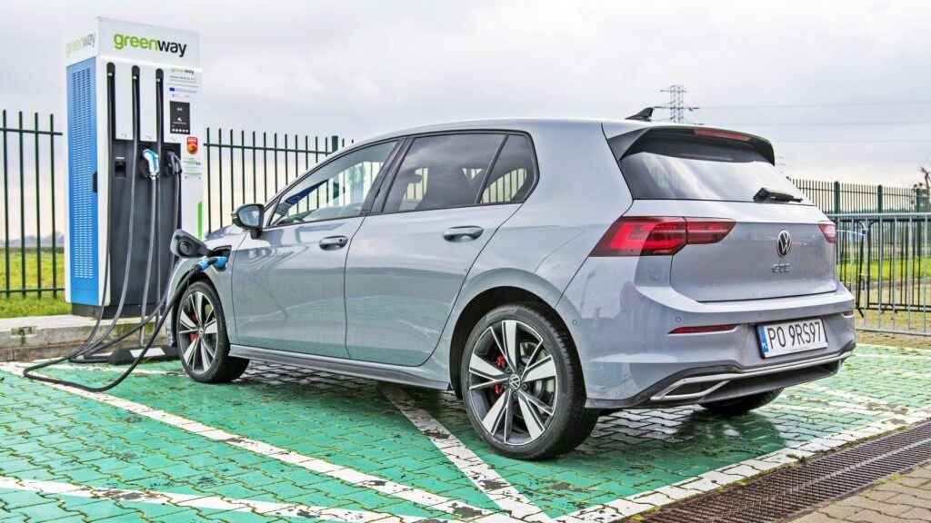 Volkswagen Golf GTE - ładowanie