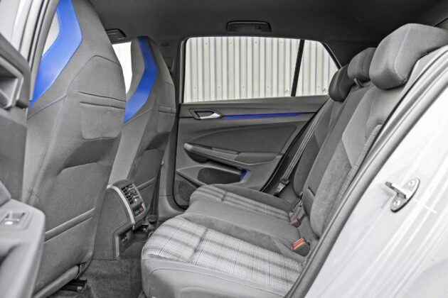 Volkswagen Golf GTE - tylna kanapa