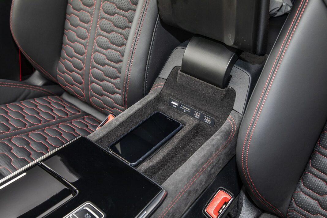 Audi RS 7 Sportback (2020) test ładowarka indukcyjna