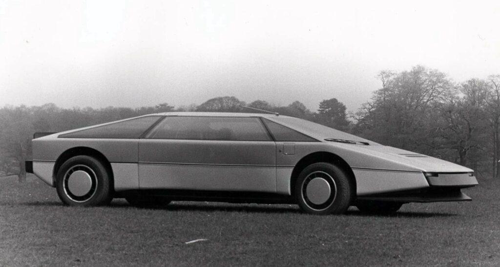 Aston Martin Bulldog 01