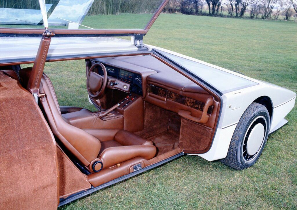Aston Martin Bulldog 03